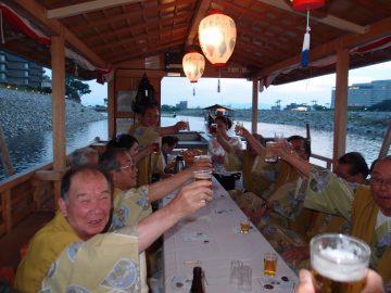 鵜飼舟で、楽しく乾杯!